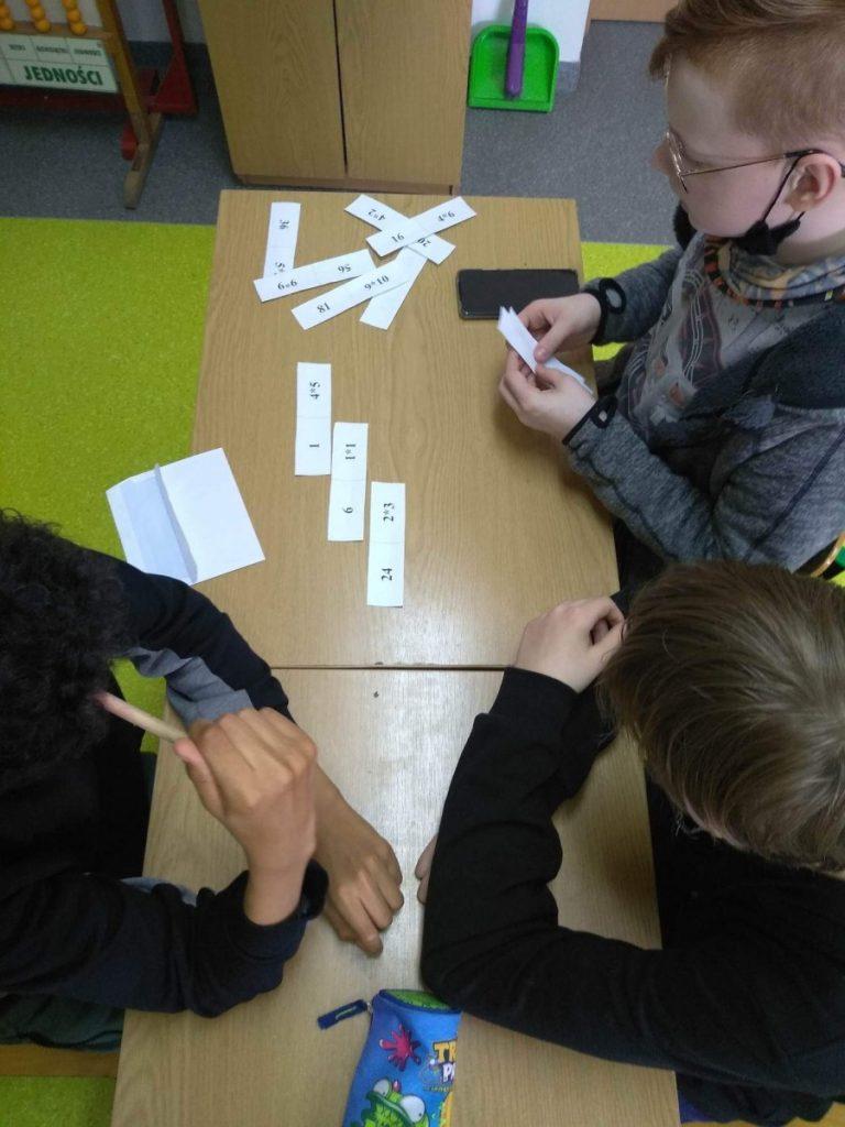 zdjęcia zajęcia matematyczne w specjalnym ośrodku szkolno-wychowawczym
